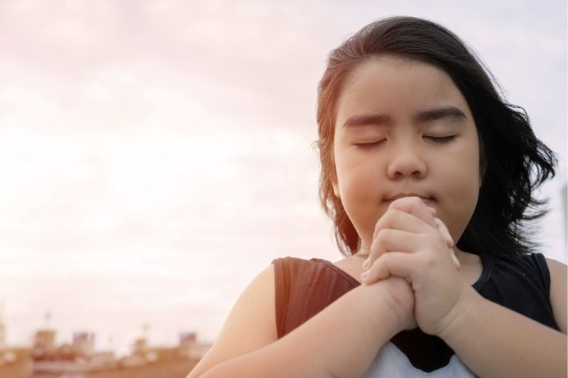 little girl praying in the morning